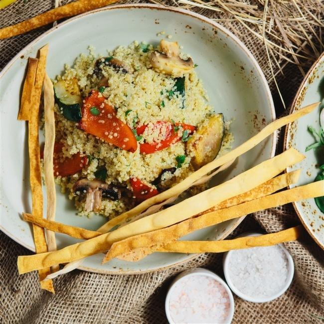 Sebzeli-Kinoa-Salatası-Diyet-Yemek