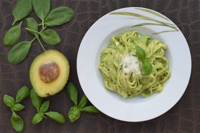 Avokado-Soslu-Makarna-Pesto-Parmesan-Peyniri