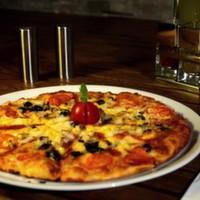 Mozzarella peyniri, domates, fesleğenli, domates sos