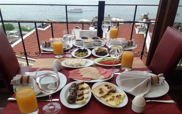 Taksim'de Boğaz Manzarası Eşliğinde Serpme Kahvaltı Keyfi