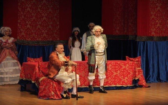 Haldun Dormen Önderliğinde Kibarlık Budalası Tiyatro Oyunu