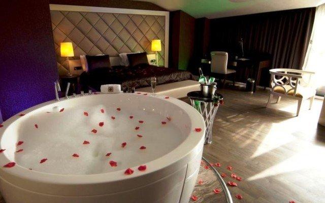Taba Luxury Suites & Hotel'in Deluxe, Suite veya Vip Odalarında 2 Kişi 1 Gece Kahvaltı Dahil Konaklama ve Spa Keyfi