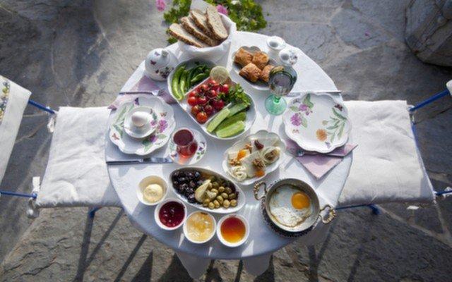 Gölbaşı Taşhan Restaurant'ta Göle Karşı Nefis Kahvaltı Menüsü